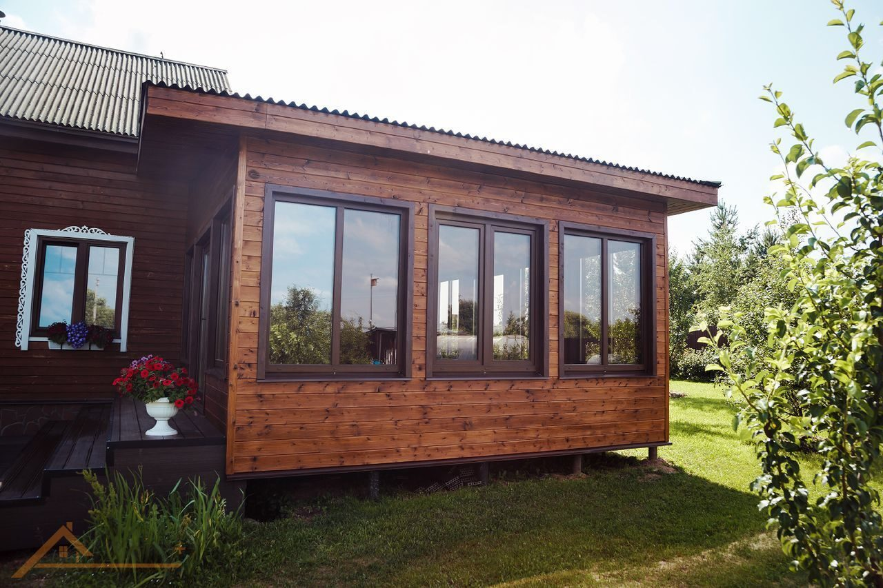Пристройка к деревянному дому кухни фото